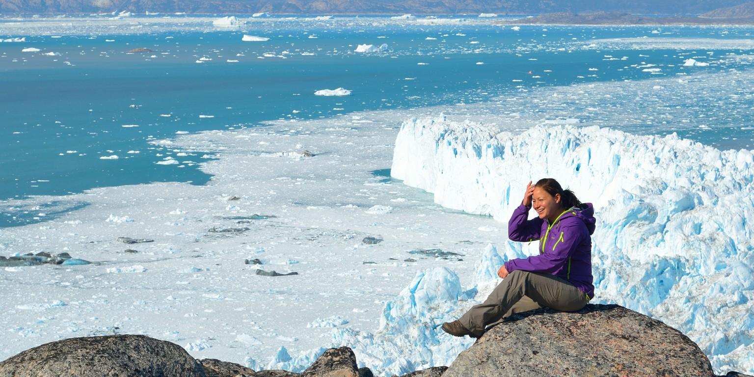 Rejser til Grønland, et besøg ved Glacier Lodge Eqi med udsigt til gletschere og mulighed for hvalsaferi.